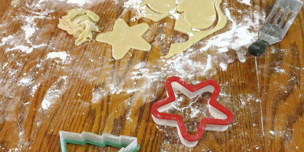 """Atelier """"biscuits de Noël"""" avec les enfants"""